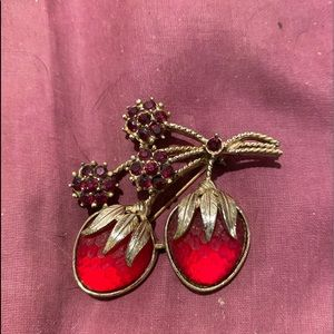 Sara Coventry strawberry brooch